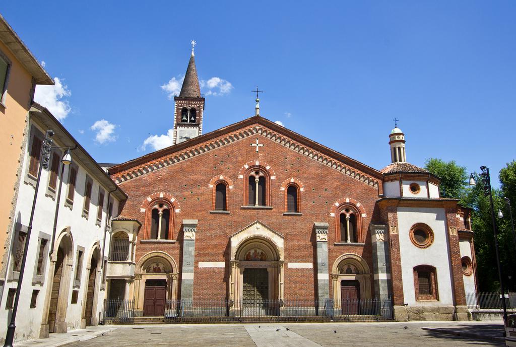 La basilica di sant eustorgio e i re magi terre di lombardia for Piazza sant eustorgio