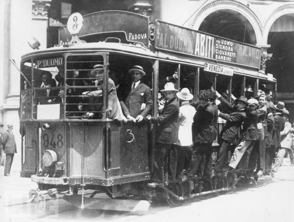 A Milano il tram si muove con le cascate